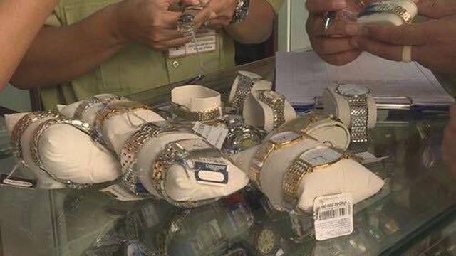 Đắk Lắk:Tạm giữ trên 500 chiếc đồng hồ nghi làm nhái của thương hiệu nổi tiếng ảnh 1