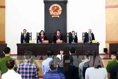 Hoãn phiên tòa xét xử vụ thao túng giá chứng khoán đầu tiên ở Hà Nội ảnh 1