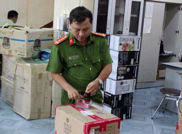 Phú Yên: Bắt giữ lô hàng giả, không rõ nguồn gốc trị giá hơn 1 tỷ đồng ảnh 2