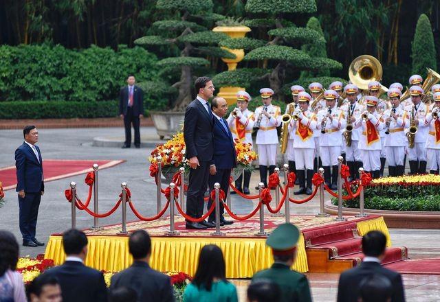 Thủ tướng Nguyễn Xuân Phúc chủ trì lễ đón chính thức Thủ tướng Hà Lan ảnh 2
