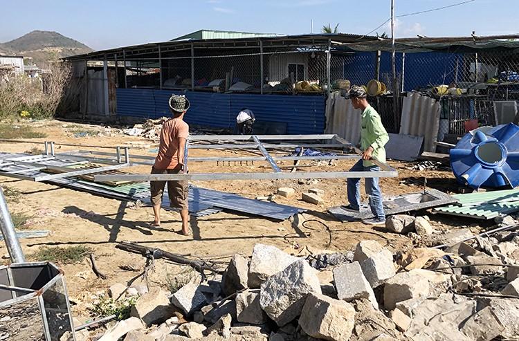 Nha Trang phá dỡ 45 căn nhà xây trái phép ảnh 1