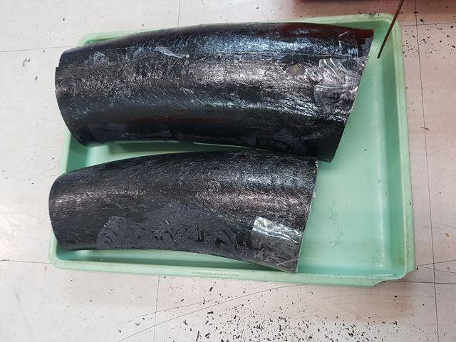 TPHCM: Giấu ngà voi trong thùng tôm hùm và cá khô ảnh 1