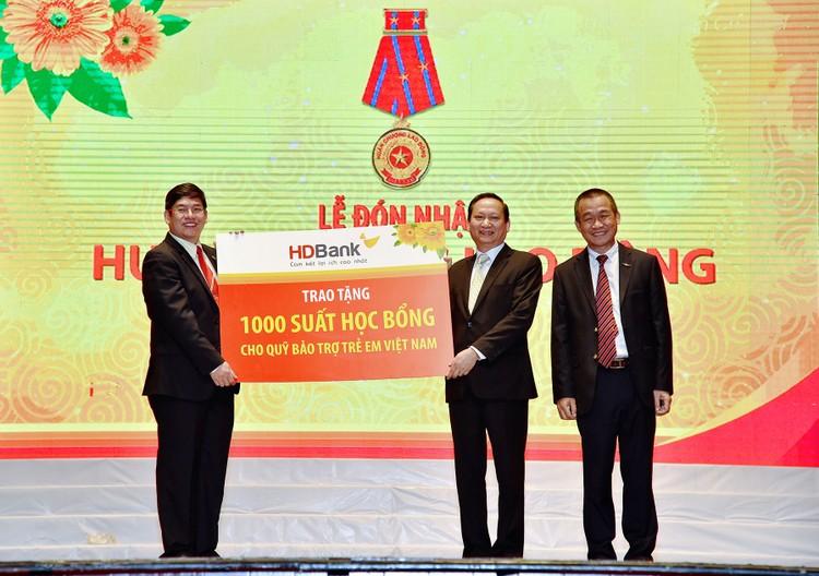 HDBank trao tặng 1,1 tỷ đồng cho Quỹ Bảo trợ trẻ em Việt Nam ảnh 4