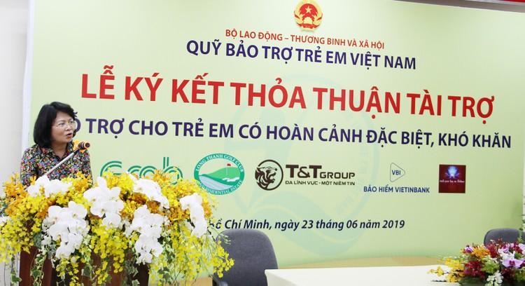 HDBank trao tặng 1,1 tỷ đồng cho Quỹ Bảo trợ trẻ em Việt Nam ảnh 1