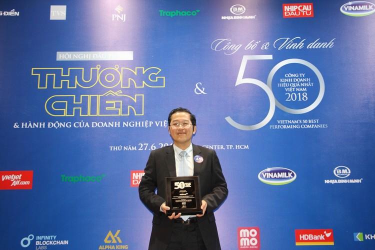 """HDBank ghi """"cú đúp"""" danh hiệu doanh nghiệp hoạt động hiệu quả nhất Việt Nam ảnh 1"""