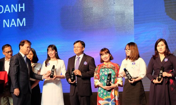 Vietcombank dẫn đầu các ngân hàng trong danh sách doanh nghiệp tỷ USD hiệu quả nhất Việt Nam ảnh 1