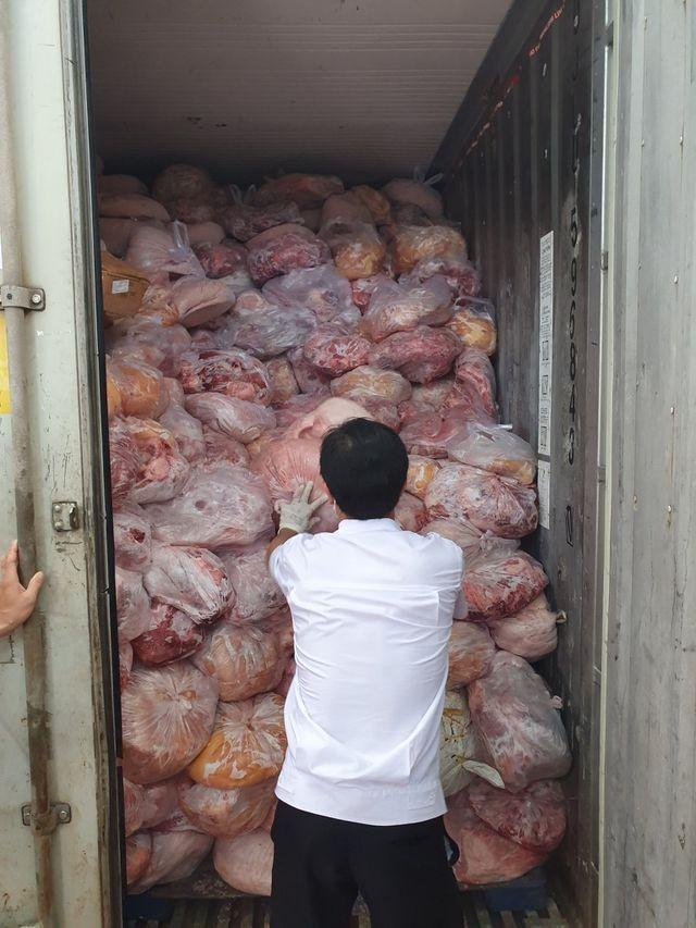 Đồng Nai: 40 tấn thịt đông lạnh hôi thối suýt bị làm giò chả nhiễm dịch tả lợn châu Phi ảnh 1