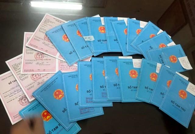 Hà Nội: Triệt phá đường dây làm giả sổ tạm trú để xin Visa ảnh 1