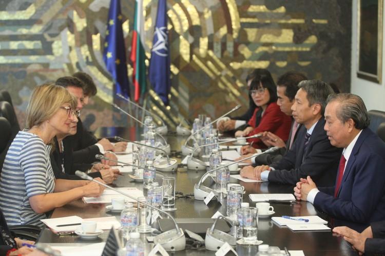 Phó Thủ tướng Trương Hòa Bình làm việc với Phó Thủ tướng - Bộ trưởng Ngoại giao Bulgaria ảnh 1