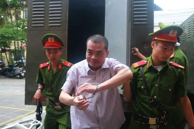 Hôm nay 2 cựu Phó Giám đốc Sở GD&ĐT hầu tòa vụ gian lận điểm thi ở Hà Giang ảnh 2