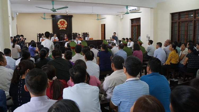 Hôm nay 2 cựu Phó Giám đốc Sở GD&ĐT hầu tòa vụ gian lận điểm thi ở Hà Giang ảnh 4
