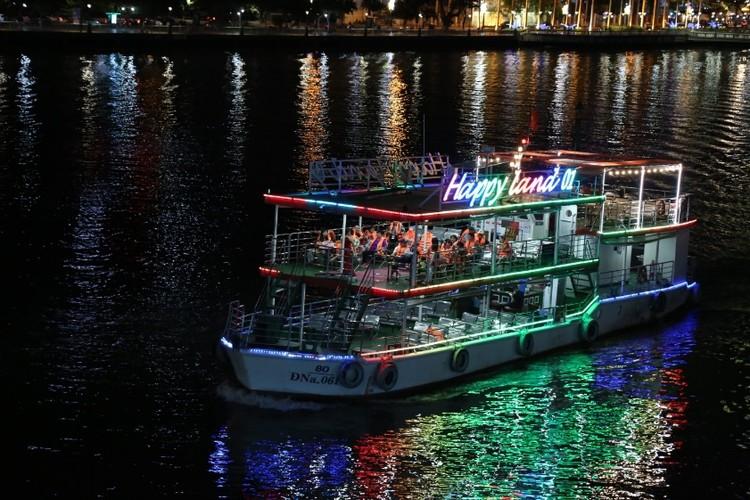 Khách du lịch ngán ngẩm chơi đêm ở thành phố sông Hàn ảnh 2