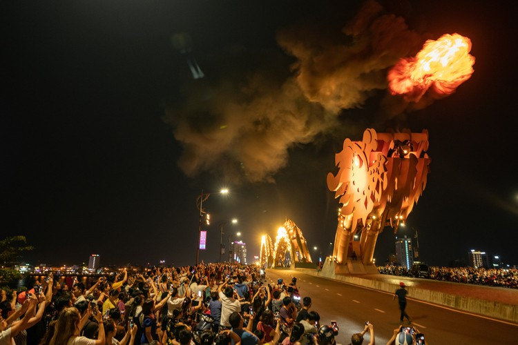 Khách du lịch ngán ngẩm chơi đêm ở thành phố sông Hàn ảnh 6