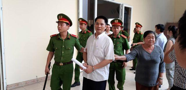 """Tạm hoãn xét xử vụ nguyên Bí thư thị xã Bến Cát mua đất """"giá bèo"""" ảnh 2"""