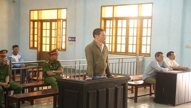 Gia Lai: Lãnh án hơn 13 năm tù vì chở gỗ lậu tông vào tổ CSGT ảnh 1