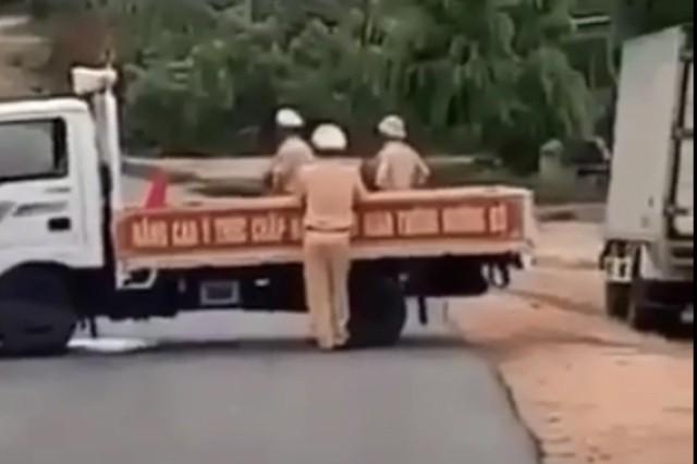 Gia Lai: Lãnh án hơn 13 năm tù vì chở gỗ lậu tông vào tổ CSGT ảnh 2