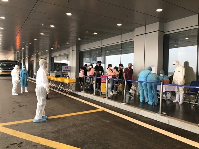 Quảng Ninh: Chuyến bay đầu tiên chở 221 người Việt từ Hàn Quốc hạ cánh xuống Vân Đồn ảnh 3