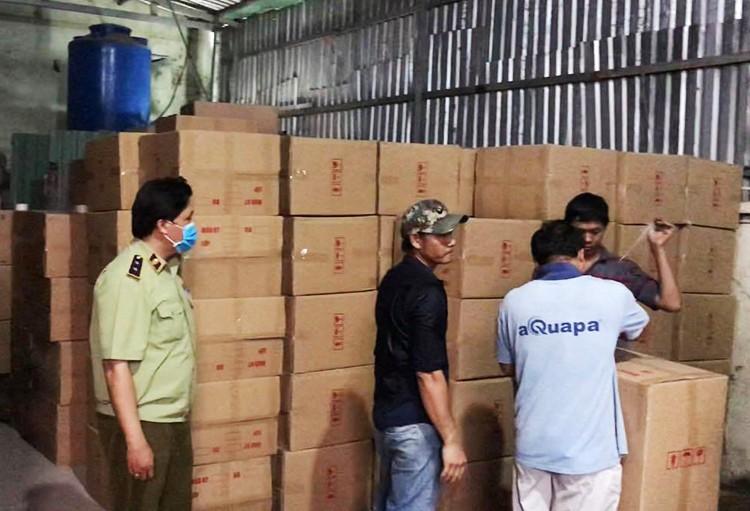 TPHCM: Một triệu khẩu trang sắp bị tuồn sang Campuchia ảnh 1