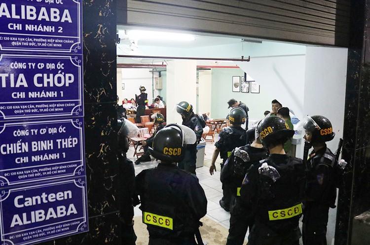 Hàng loạt nhân viên địa ốc Alibaba bị bắt ảnh 3