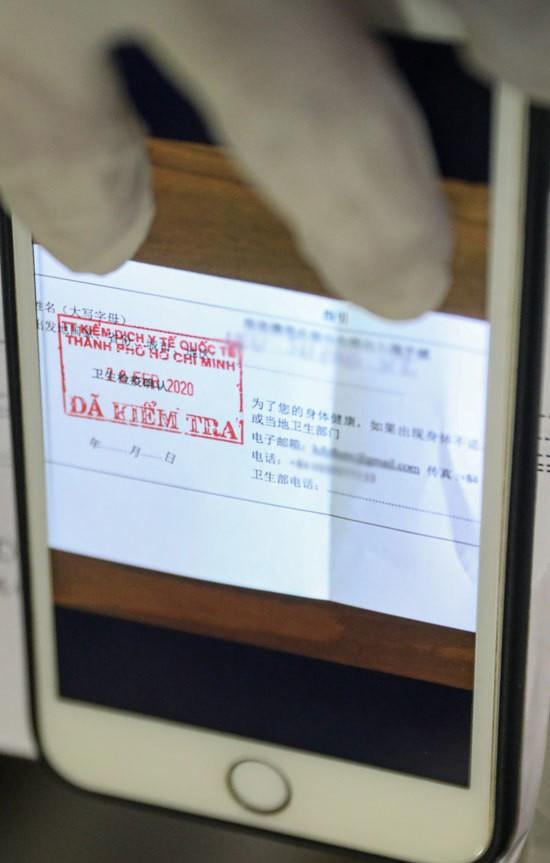 Tân Sơn Nhất trước giờ dừng cấp thị thực cho người nước ngoài ảnh 7