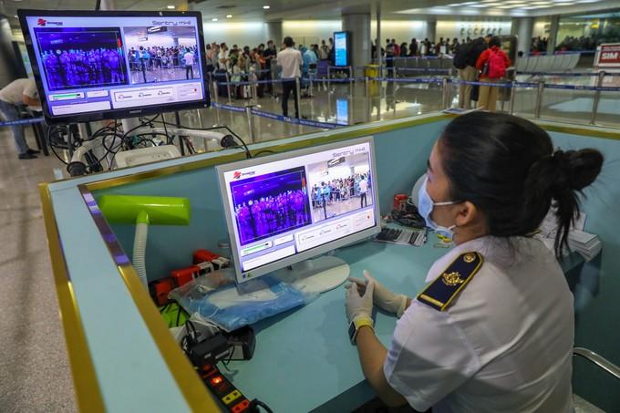 Tân Sơn Nhất trước giờ dừng cấp thị thực cho người nước ngoài ảnh 9