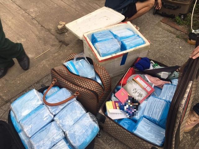 Quảng Bình: Vận chuyển lậu hàng chục ngàn chiếc khẩu trang y tế qua Lào tiêu thụ ảnh 1