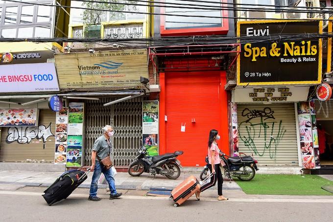 Hà Nội vắng sau lệnh đóng cửa hàng dịch vụ ảnh 9