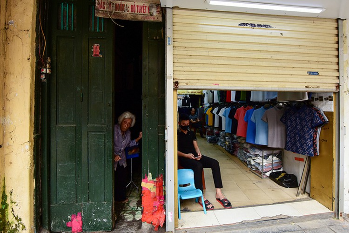 Hà Nội vắng sau lệnh đóng cửa hàng dịch vụ ảnh 4