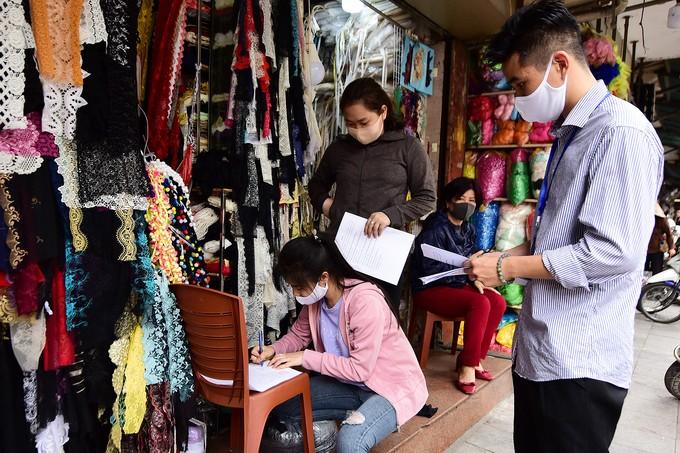 Hà Nội vắng sau lệnh đóng cửa hàng dịch vụ ảnh 6