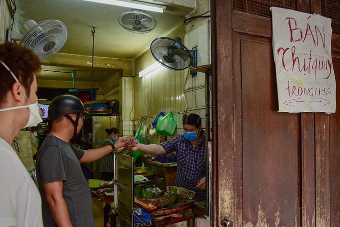 Hà Nội vắng sau lệnh đóng cửa hàng dịch vụ ảnh 8