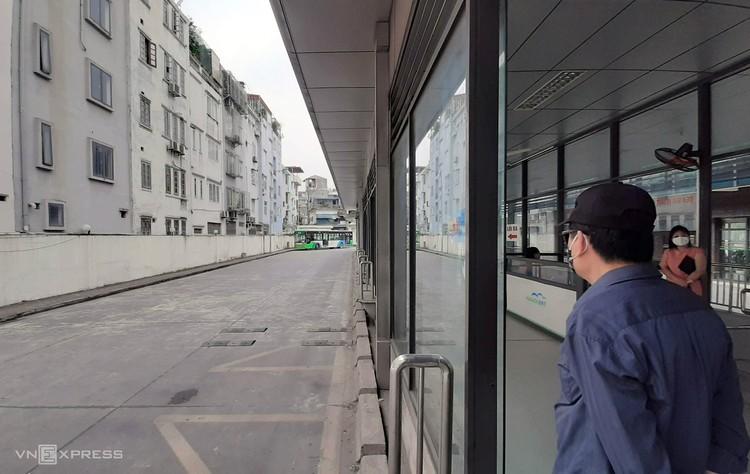 Hà Nội dừng 12.400 chuyến xe buýt ảnh 1