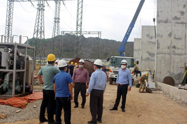 """Khẩn trương hoàn thành công trình """"Lắp đặt, đóng điện vận hành tạm MBA 500 kV - 600 MVA tại TBA 500 kV Nho Quan"""" ảnh 1"""