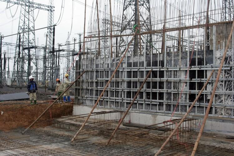 """Khẩn trương hoàn thành công trình """"Lắp đặt, đóng điện vận hành tạm MBA 500 kV - 600 MVA tại TBA 500 kV Nho Quan"""" ảnh 2"""