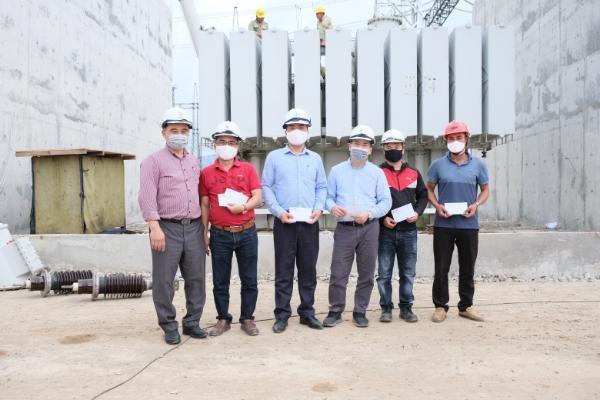 """Khẩn trương hoàn thành công trình """"Lắp đặt, đóng điện vận hành tạm MBA 500 kV - 600 MVA tại TBA 500 kV Nho Quan"""" ảnh 3"""