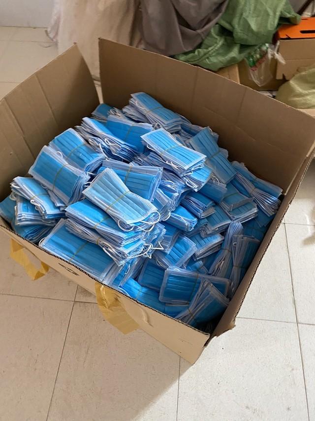 Đáng sợ: Gom hàng trăm kg khẩu trang y tế đã dùng rồi bán ra thị trường ảnh 1