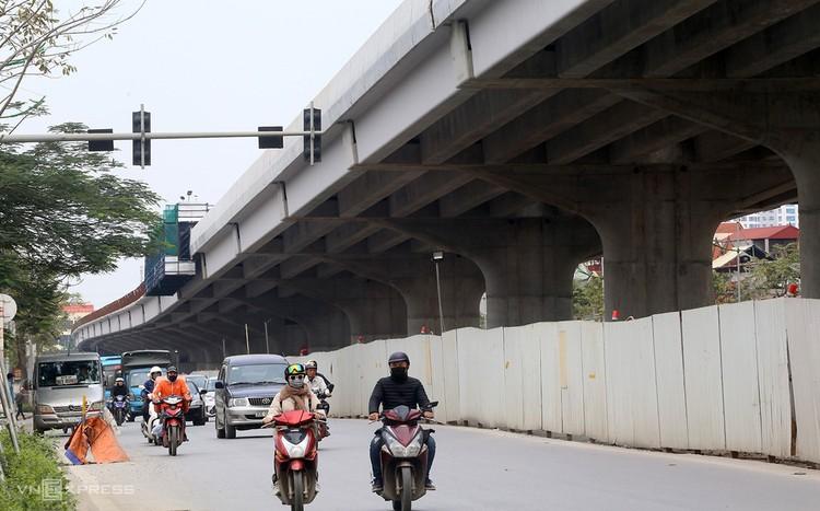 Hà Nội: Cầu cạn Mai Dịch - Nam Thăng Long sắp hoàn thiện lắp dầm ảnh 1