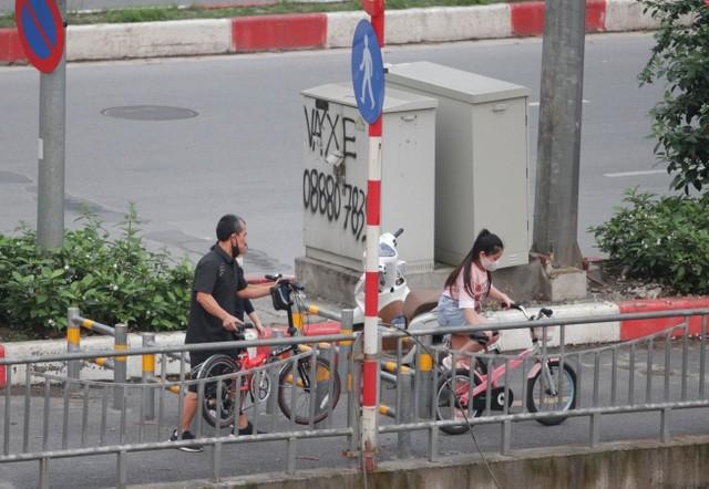 Nhộn nhịp tập thể dục trên con đường đi bộ dài nhất Hà Nội ảnh 9