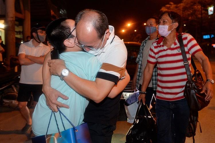 Hà Nội: Niềm vui dỡ phong tỏa Bệnh viện Bạch Mai ảnh 10