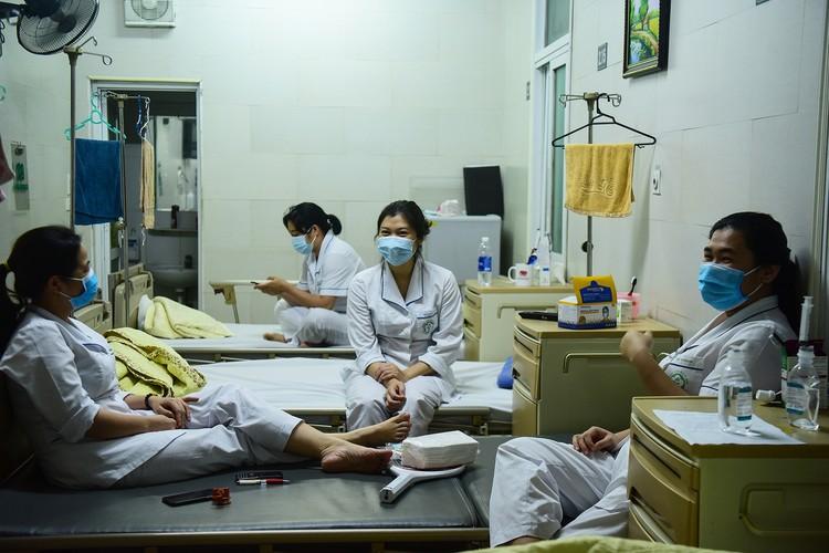 Hà Nội: Niềm vui dỡ phong tỏa Bệnh viện Bạch Mai ảnh 2