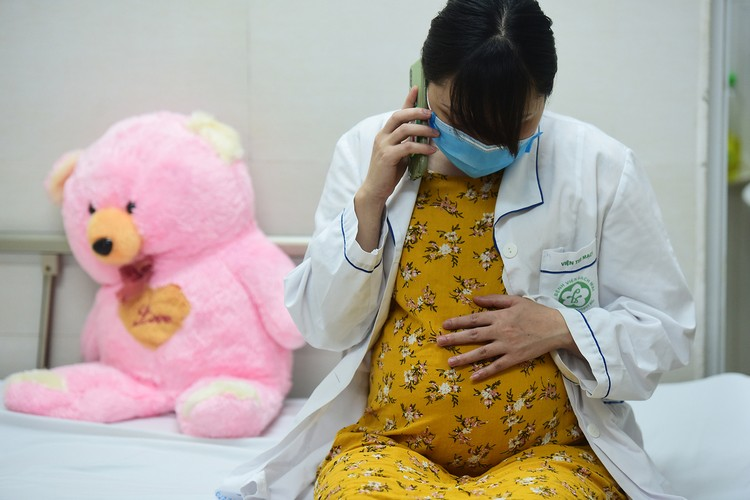 Hà Nội: Niềm vui dỡ phong tỏa Bệnh viện Bạch Mai ảnh 3