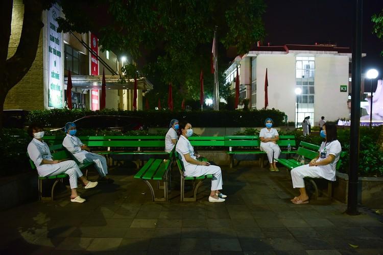 Hà Nội: Niềm vui dỡ phong tỏa Bệnh viện Bạch Mai ảnh 4