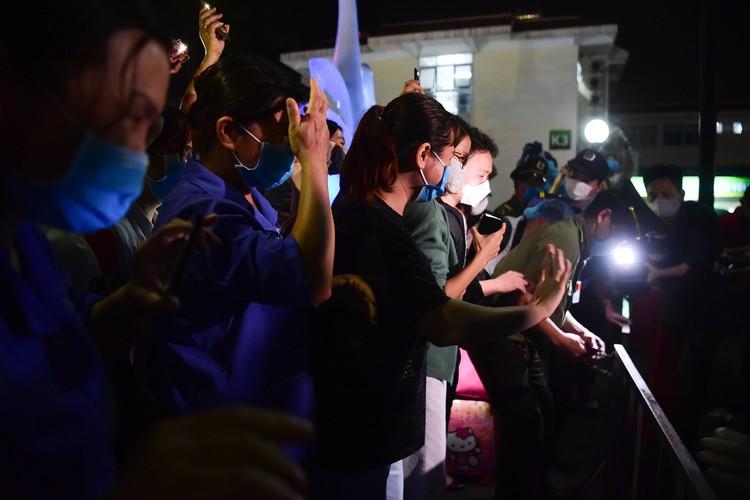 Hà Nội: Niềm vui dỡ phong tỏa Bệnh viện Bạch Mai ảnh 7