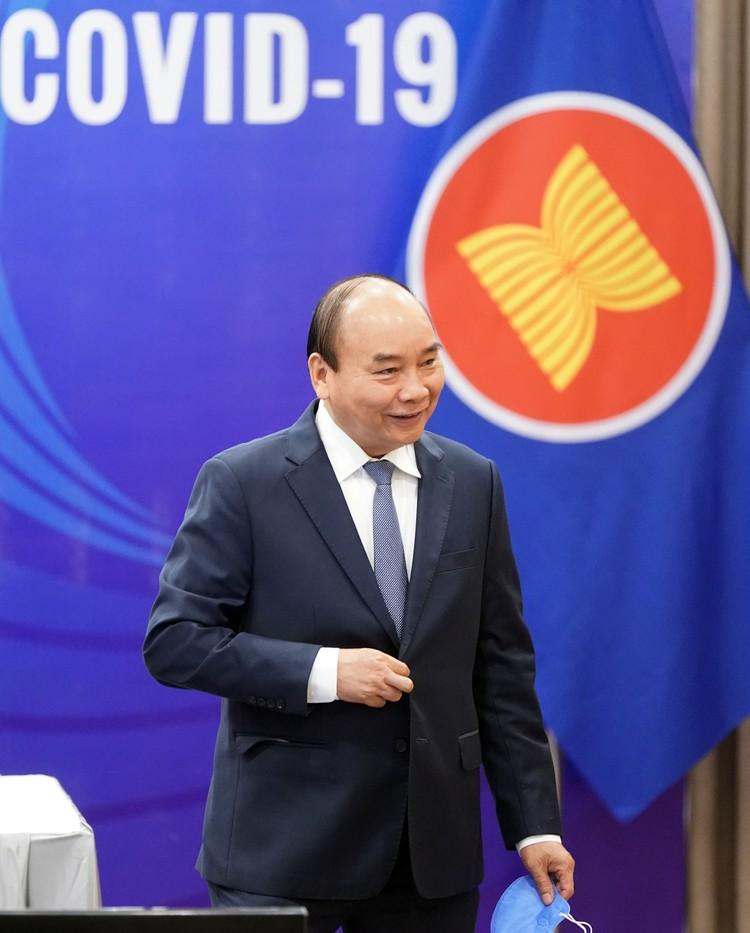 Chùm ảnh: Thủ tướng chủ trì Hội nghị cấp cao đặc biệt ứng phó COVID-19 ảnh 1