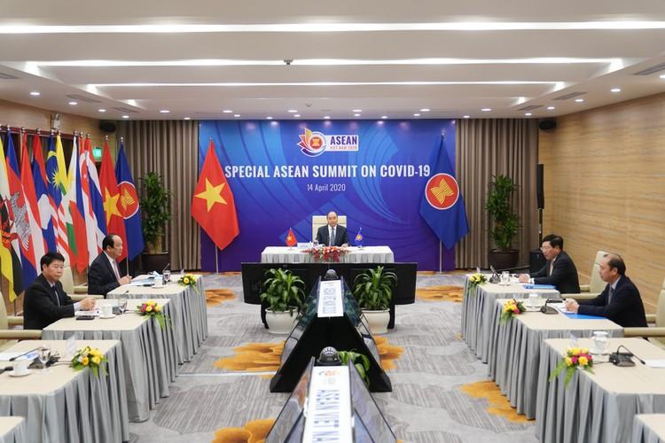 Chùm ảnh: Thủ tướng chủ trì Hội nghị cấp cao đặc biệt ứng phó COVID-19 ảnh 2