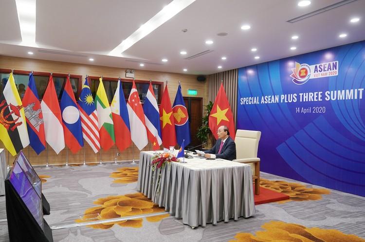 Thủ tướng: Chung tay hợp tác để vững vàng vượt qua giai đoạn đầy thử thách này ảnh 2