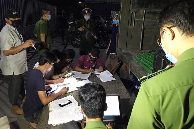 Đồng Nai: 27 'xe vua' chở quá tải bị tạm giữ ảnh 1