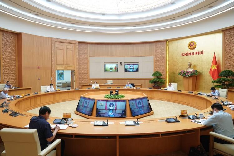 Thủ tướng: Chuyển sang giai đoạn chống dịch dài hơi hơn, cùng với phát triển KTXH ảnh 1