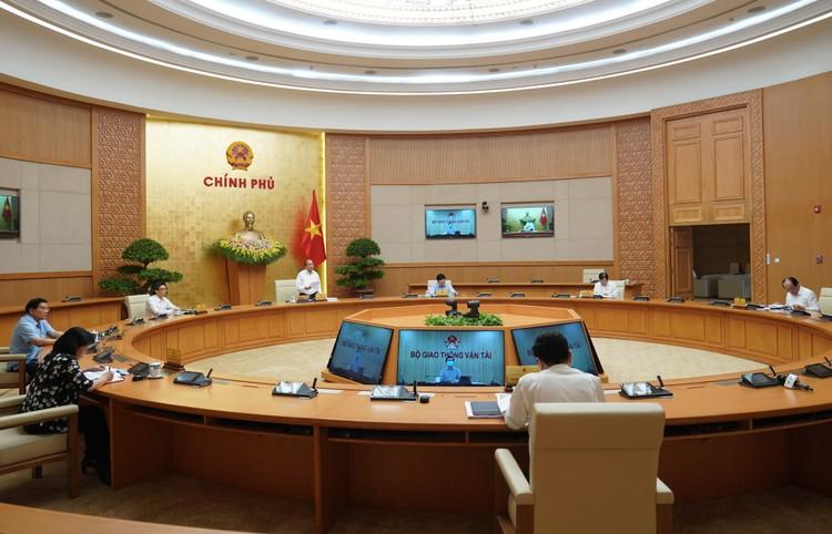 Thủ tướng: Phải sớm phục hồi, phát triển các hoạt động kinh tế - xã hội ảnh 1
