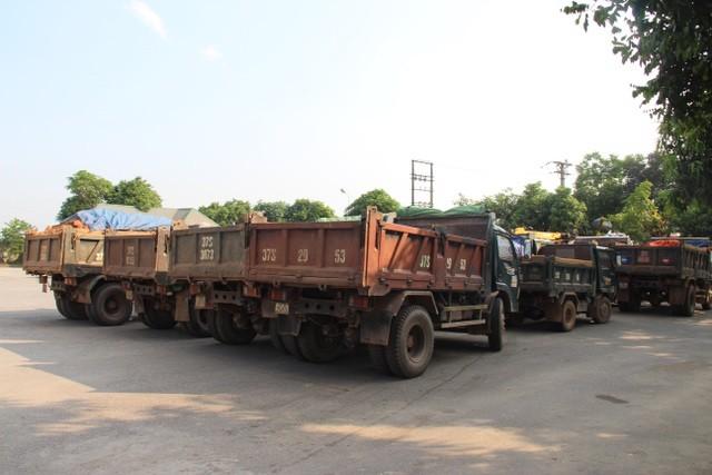 Nghệ An: Bắt quả tang hàng chục ô tô, máy móc trộm đất trái phép ảnh 1