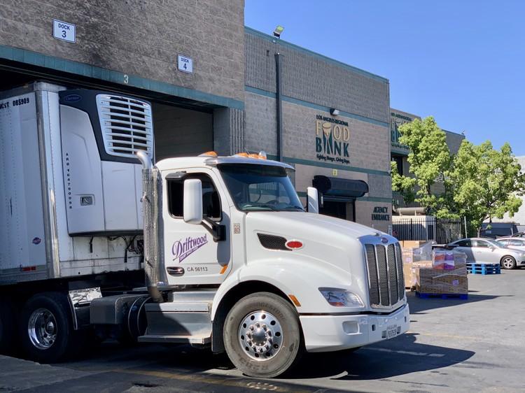 Vinamilk và nhà máy sữa tại Mỹ cùng chung tay để ủng hộ người dân gặp khó khăn trong đại dịch COVID-19 ảnh 1